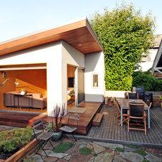 Modern Patio by Fivedot Design Build