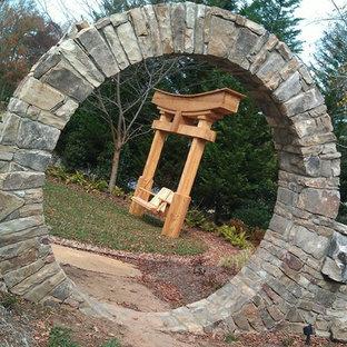 Ispirazione per un grande patio o portico etnico dietro casa con pavimentazioni in pietra naturale e nessuna copertura