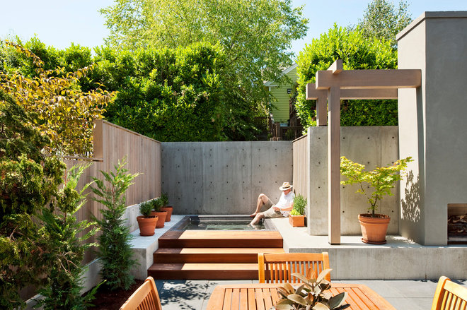 Contemporary Patio by Tyler Engle Architects PS