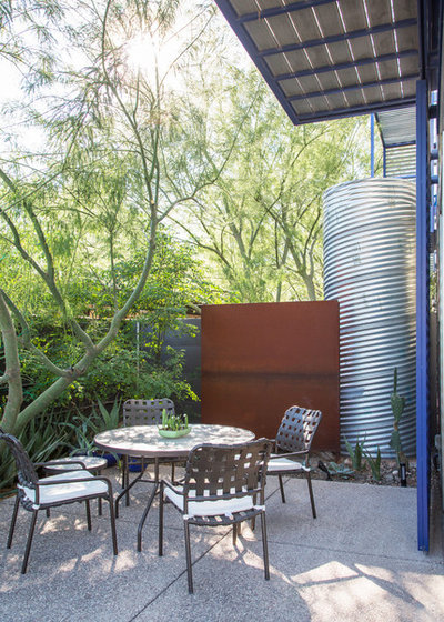 Modern Patio by Margot Hartford Photography