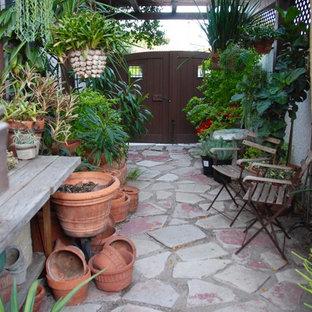 Immagine di un patio o portico boho chic