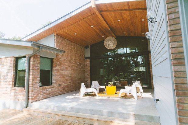 Midcentury Patio by Heather Banks