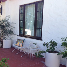 Mediterranean Patio My Houzz: Supersatured Colors Brighten a 1920s Home in L.A.