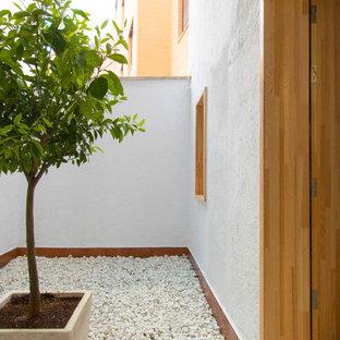Idee per un piccolo patio o portico scandinavo dietro casa con ghiaia