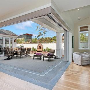 Foto di un patio o portico costiero in cortile con nessuna copertura