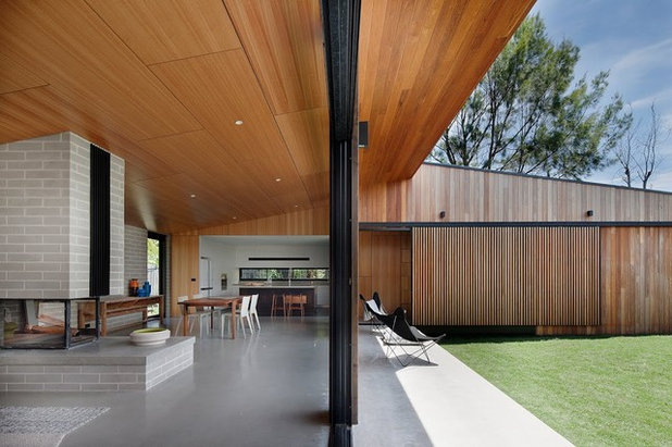 Contemporary Patio by Australian Institute of Architects
