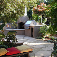 Southwestern Patio by Mozaic Landscapes