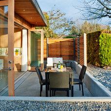 Modern Patio by Lanefab Design/Build