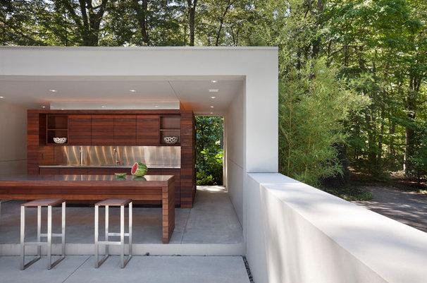 Modern Patio by Specht Harpman Architects