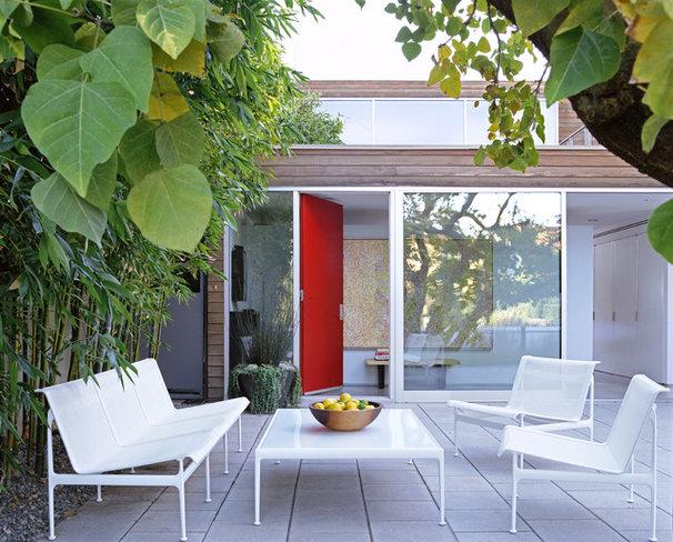 Modern Patio by Paul Davis Architects