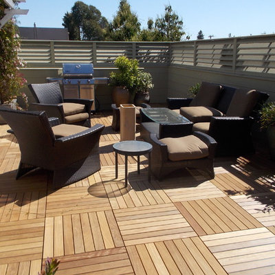 Inspiration for a mid-sized contemporary backyard patio container garden remodel in San Francisco with decking and no cover