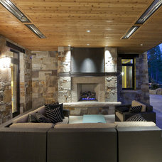 Rustic Patio by Kelly & Stone Architects