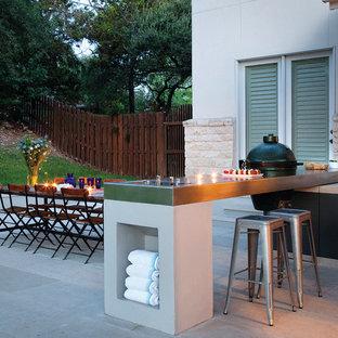 Esempio di un patio o portico minimal di medie dimensioni e dietro casa con pavimentazioni in cemento e nessuna copertura
