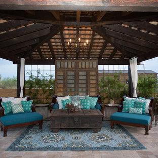 Idee per un ampio patio o portico boho chic