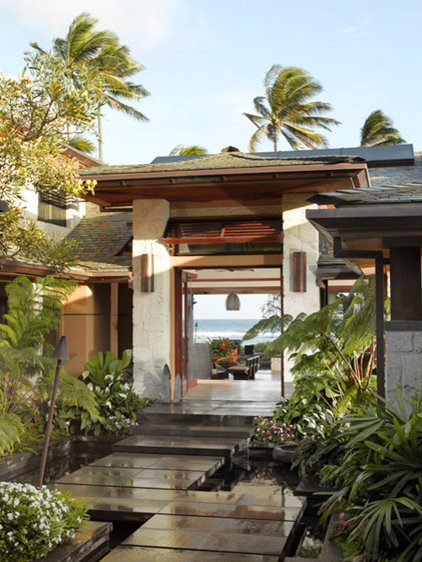 Tropical Patio by Applegate Tran Interiors