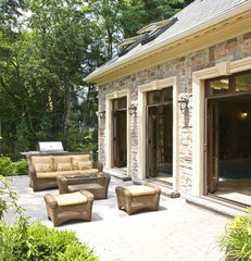 contemporary patio by Tatiana