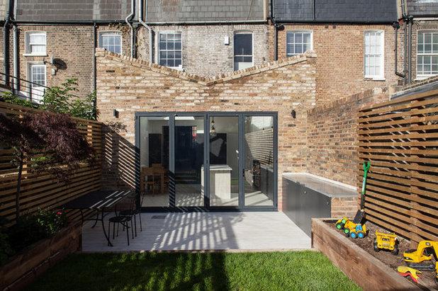 Contemporary Garden by Trevor Brown Architect