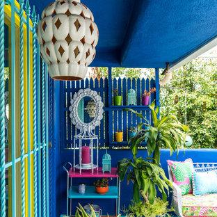 Foto de patio bohemio, de tamaño medio, en anexo de casas, con jardín de macetas