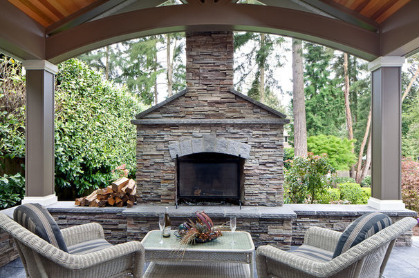 Traditional Patio by DME Construction