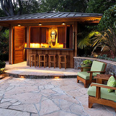 Tropical Patio by BRADANINI & ASSOCIATES