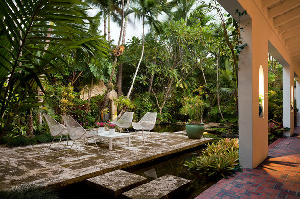 Tropical Patio by SAVINO MILLER DESIGN STUDIO