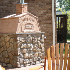 Traditional Patio by Debbiedoo's