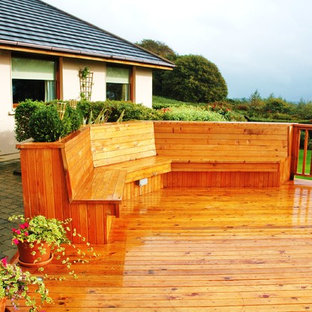 Outdoor elevated decking area