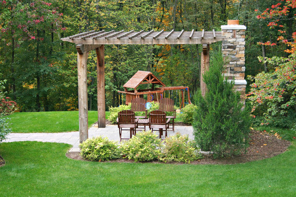 Traditional Landscape by Green Apple Design