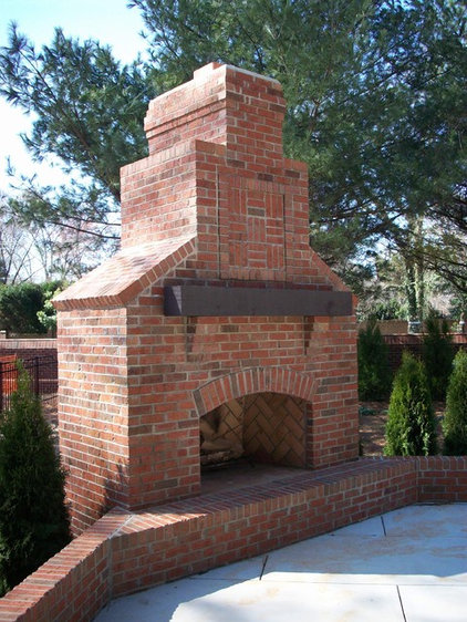 Traditional Patio by Hickman Construction Company, Inc.