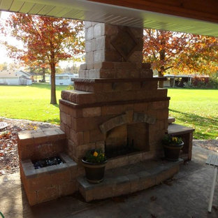 Inspiration for a timeless patio remodel in St Louis