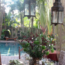 Tropical Patio Outdoor Holiday Table