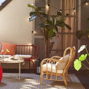 Idee per un patio o portico american style di medie dimensioni e in cortile con piastrelle e nessuna copertura