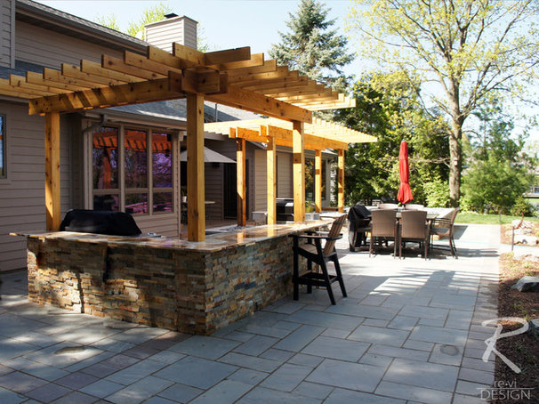 Traditional Patio by revi DESIGN
