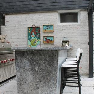 Foto di un grande patio o portico bohémian dietro casa con pavimentazioni in cemento e una pergola
