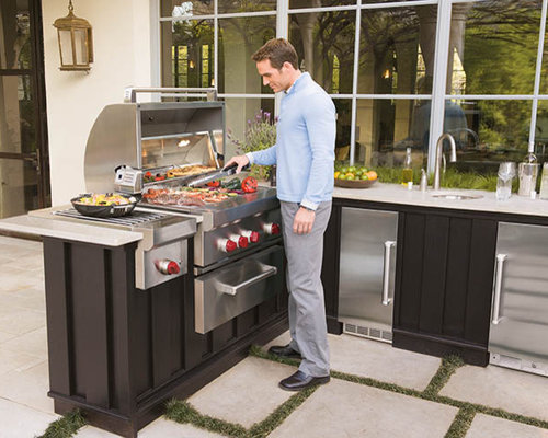 Outdoor Kitchen Featuring Wolf & Sub-Zero Products