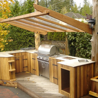 Patio kitchen - traditional patio kitchen idea in Vancouver