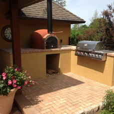 Traditional Patio by Grills'n Ovens LLC