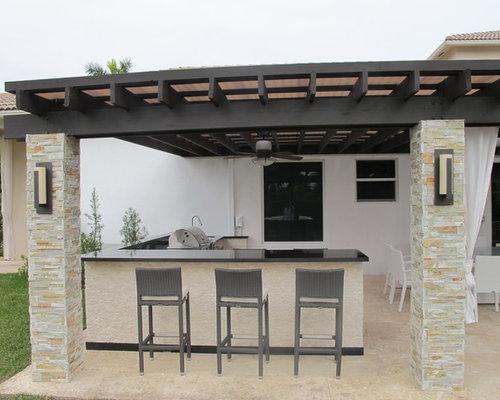 ides dco pour une trs grande terrasse avec une cuisine extrieure arrire moderne avec des pavs