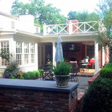 Traditional Patio by Dwyer DesignScapes