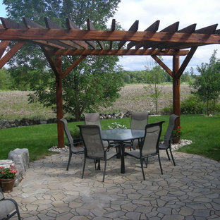 Example of a classic patio design in Toronto