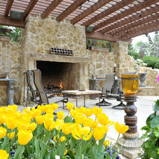 Rustic Patio by Harold Leidner Landscape Architects