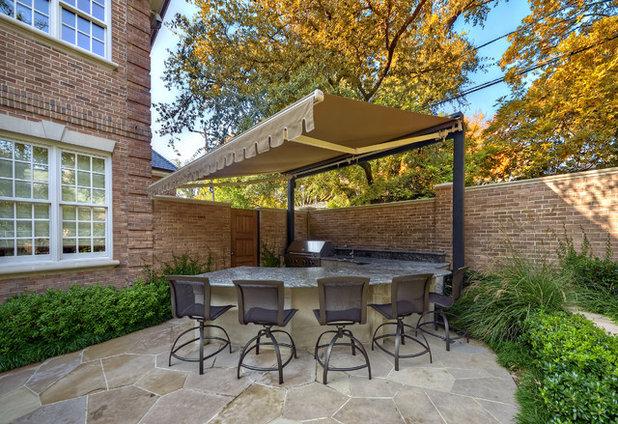 Классический Дворик by Harold Leidner Landscape Architects