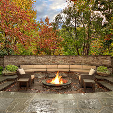 Transitional Patio by Harold Leidner Landscape Architects