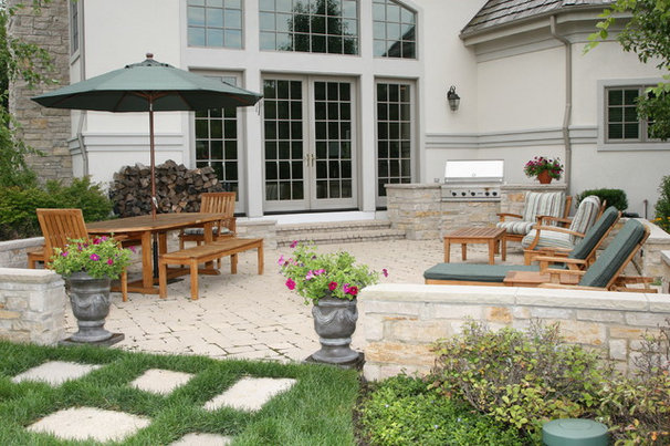 Traditional Patio by Schmechtig Landscapes