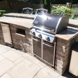 Ispirazione per un patio o portico minimal di medie dimensioni e dietro casa con graniglia di granito e nessuna copertura