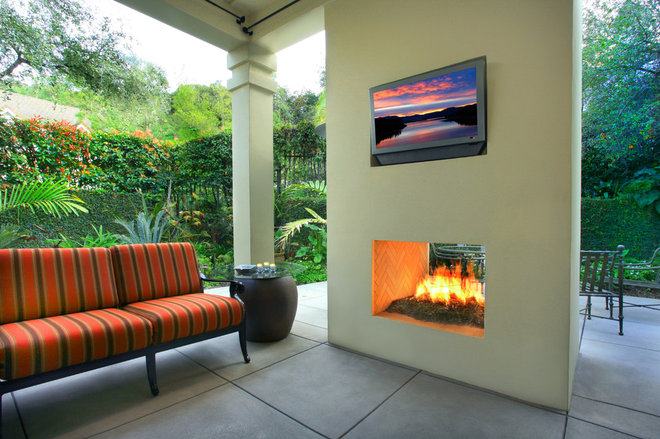 Modern Patio by Estate Pools & Landscapes