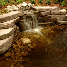 Traditional Landscape by Designscapes