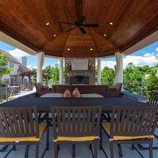Tropical Patio by Deimler & Sons Construction