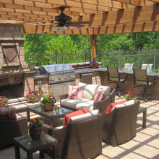 Traditional Patio Outdoor Pergola