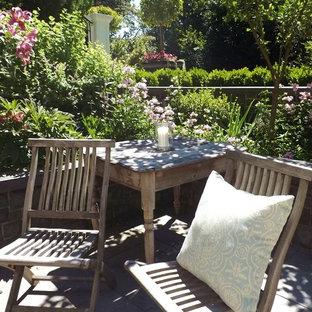 Idee per un grande patio o portico shabby-chic style dietro casa con nessuna copertura